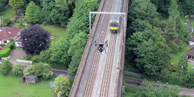 UAV Vogel Flying Above Rails