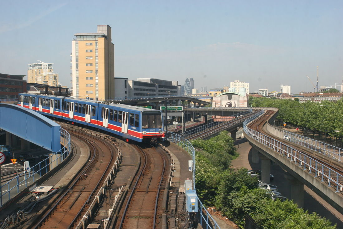 Rail Docklands Light Railway 3
