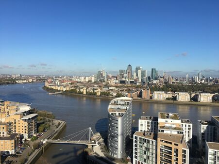 Pc Monitoring Greenwich Creekside London View
